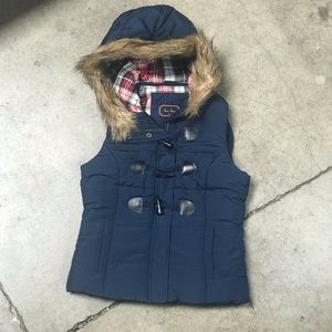 Warm hooded vest
